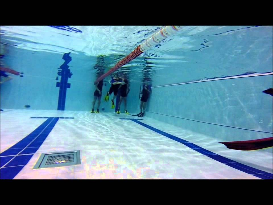 Apn e en piscine de levallois youtube for Piscine levallois