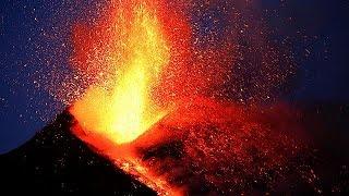 Италия  вулкан Этна забросал туристов камнями