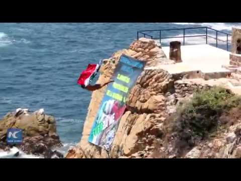 Diving in solidarity—Acapulco's famous divers broadcast amazing show on social media