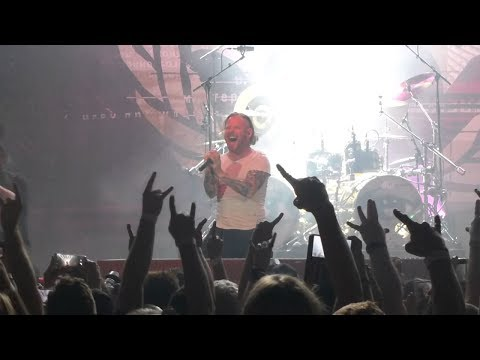 "Stone Sour Crowd Chants ""F**k Nickelback"" During Concert"