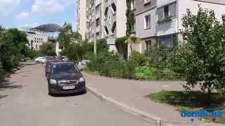 Александра Мишуги, 3 Киев видео обзор(Улица Александра Мишуги, 3. Три 16-этажных панельных дома 1997 года постройки, расположенных друг возле друга...., 2014-09-21T13:05:04.000Z)