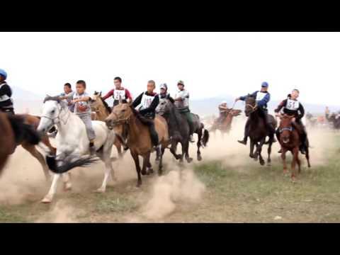 Конные скачки в Туве, близ Чадана. 2015 год. фестиваль Устуу Хурээ.