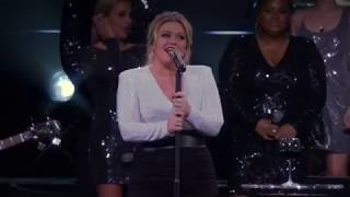 Kelly Clarkson sings Love Lies by Normani and Khalid Video
