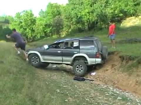 off road crash 4x4 mitsubishi pajero youtube. Black Bedroom Furniture Sets. Home Design Ideas