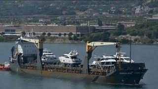 Удалось освободить троих российских моряков, захваченных пиратами у берегов Камеруна еще в августе.