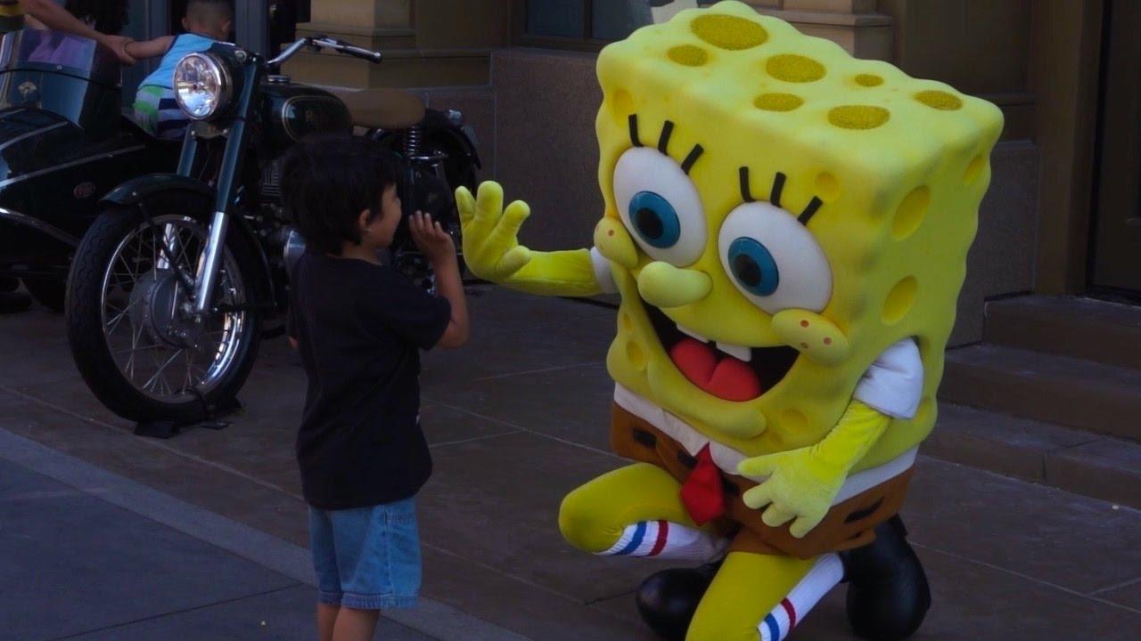 Meet Spongebob Squarepants Near Cartooniversal Universal Studios Huging Sponge Hollywood