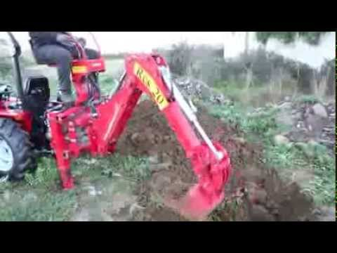 Braccio retroescavatore con trattore carraro tigre 3200 for Trattori agricoli usati in sardegna