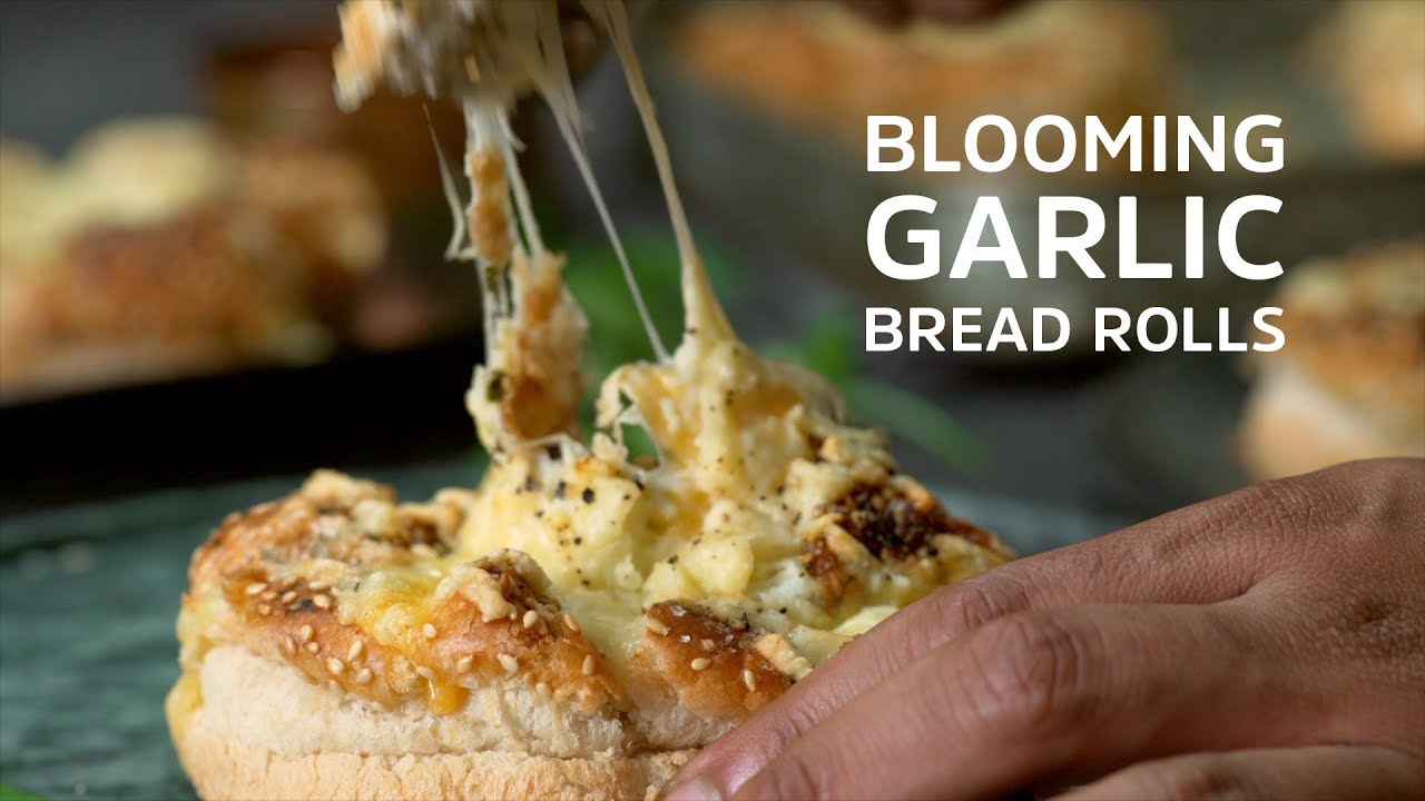 Blooming Garlic Bread Rolls