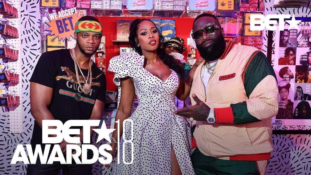 Rick Ross, Blac Youngsta, Tyra Banks & More Drop Stacks At The Mo' BETA Bodega! | BET Awards 2018