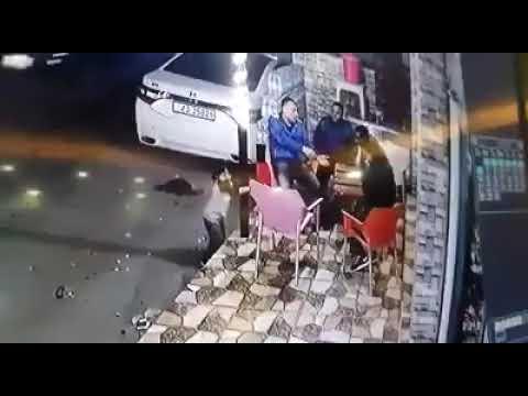 الإعتداء على لاعب كرة قدم سابق بالسيف في مخيم عزمي المفتي #اربد