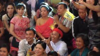 Gio to 12/08/2011 ben san khau Nu Cuoi Moi (Nhieu Nghe Si) Phan 2