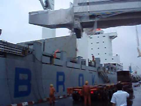 Chipolbrok vessel discharging breakbulk in Qingdao