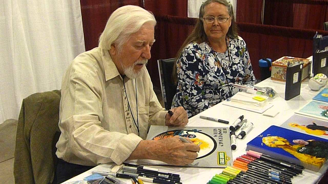 Caroll Spinney signing autographs and chatting, Sesame ...