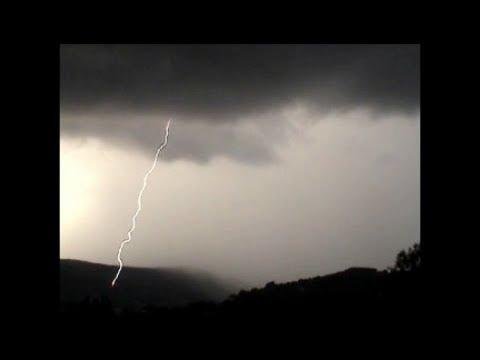 Eclair trés proche, tonnerre audible Orage Draguignan Close lightning strike