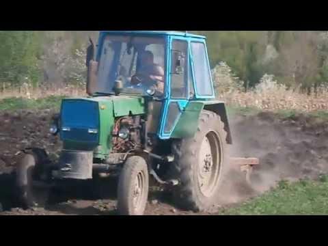 Оранка земли трактором ЮМЗ 6 с