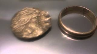 ОЧИСТКА ЗОЛОТОЙ МОНЕТЫ СО ДНА ЧЕРНОГО МОРЯ Ч.3.Cleaning gold coins from the bottom of the Black Sea(ЭТО ВИДЕО СТОИТ ПОСМОТРЕТЬ . Заключительный показ монеты и сравнение с золотым кольцом.Cleaning gold coins from the..., 2014-02-12T18:50:44.000Z)