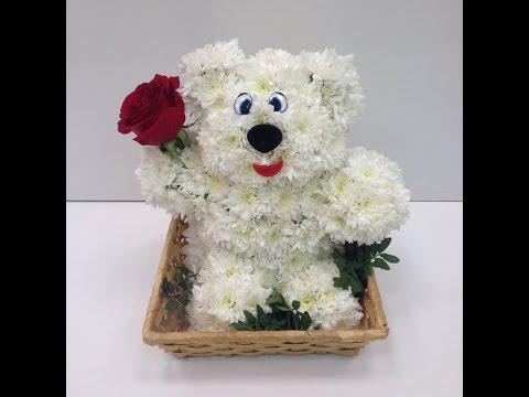 Мишка из живых цветов. Как сделать игрушку из цветов?!?! Медведь из белой хризантемы.