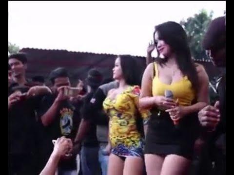 Desy Tata Feat Sintya Riske -  Konco Mesra _ PANGUNG BERGOYANG
