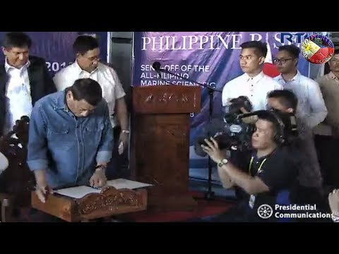 PRES. DUTERTE SIGNING THE PRESIDENTIAL PROCLAMATION OF RENAMING THE BENHAM RISE TO PHILIPPINE RISE !