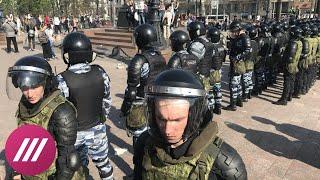 """Полицейские оттеснили участников акции """"Он нам не царь"""" с Пушкинской площади"""