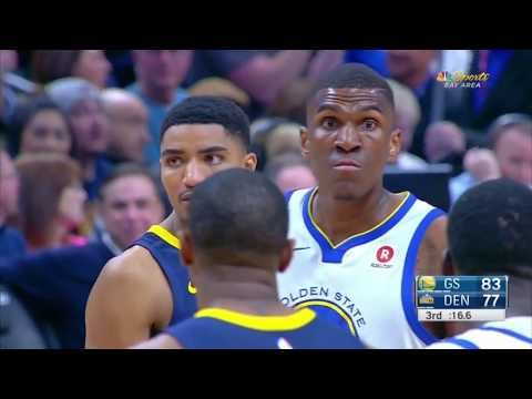 Kevon Looney suffers a broken front tooth