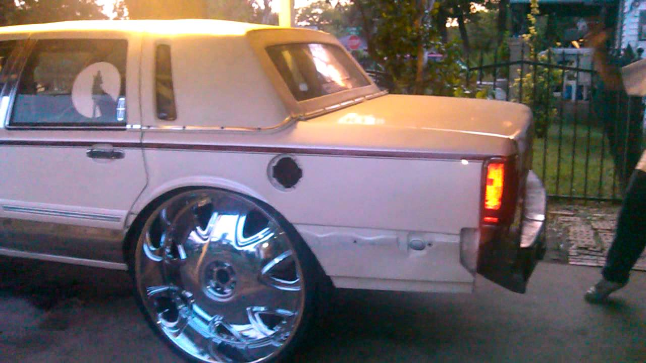 The First Lincoln Town Car On 32s Youtube