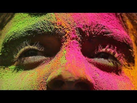 شاهد: الآلاف يحتفلون بمهرجان الألوان في نيوديلهي  - نشر قبل 38 دقيقة
