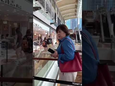 Rude Singaporean woman refuses to wear a mask
