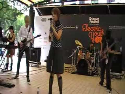 Electric Scarlet - 罪と罰 (椎名林檎 Cover) Singapore Street Festival 09