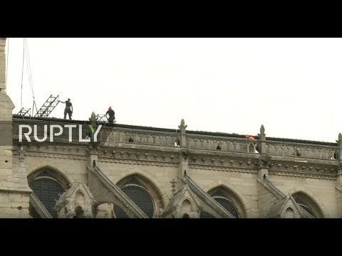 : Installation of rain protection over Notre Dame
