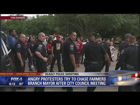 Angry crowd confronts Farmers Branch mayor after city council meeting