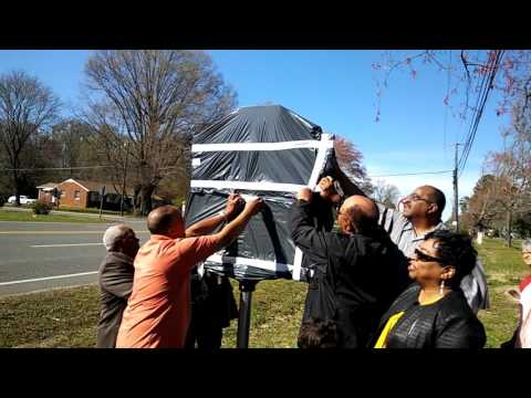 1st state highway marker in Ashland VAhonoring African American for desegregation busing