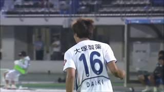 敵陣でボールを奪った味方選手からのラストパスを渡 大生(徳島)が冷静...