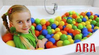 Ulya ولعبة الأطفال مع الكرات الملونة