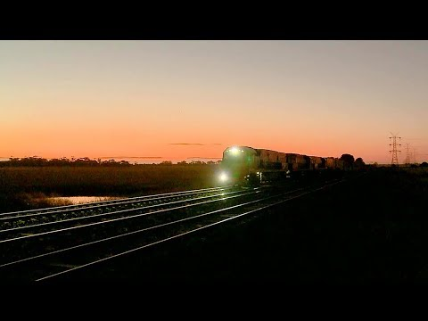 Pacific National Intermodal Freight Train - PoathTV Australian Trains & Railways 2017