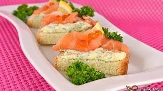 Бутерброды с зеленым маслом и слабосоленой семгой
