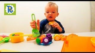 Варим суп из овощей, играем с детской посудой и овощами на липучках