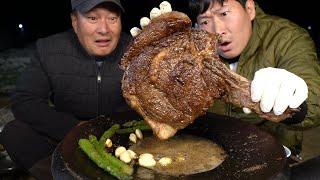 2KG 대왕 토마호크 스테이크를 솥뚜껑에 구워 먹방! …