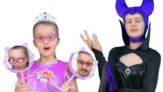 Заколдованное зеркало Малефисенты | Саша превратилась в злую волшебницу!