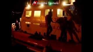 Более 80 мигрантов из Африки утонуло у Лампедузы (новости)(http://www.ntdtv.ru Более 80 мигрантов из Африки утонуло у Лампедузы. По меньшей мере, 82 человека погибли, еще десятки..., 2013-10-03T12:03:54.000Z)