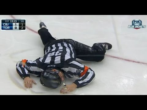 NHL Player Huge fight after ref hits high school hockey player