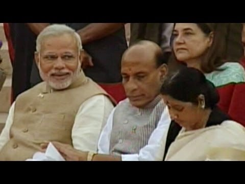 Team Modi, guests & dignitaries arrive at Rashtrapati Bhavan