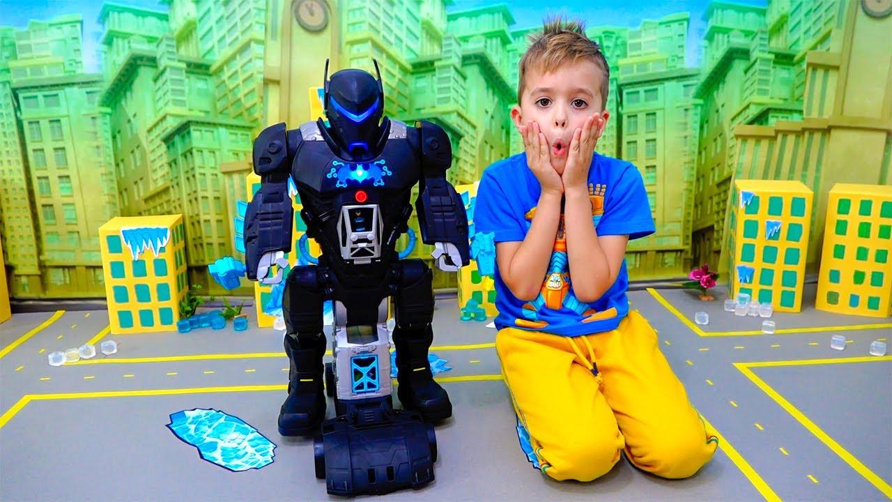 Влад и Никита играют с игрушкой Bat Tech BatBot и спасают город