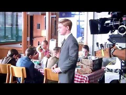 Mr. Poppers Pinguine | Trailer D (2011) from YouTube · Duration:  1 minutes 58 seconds