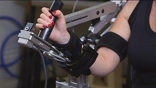 Робот помогает при реабилитации после инсульта - hi-tech