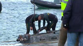 Se investiga quién acompañó el narcosubmarino hasta Galicia mientras tratan de reflotarlo
