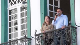 Aécio Neves repete gesto de Tancredo em São João del Rei