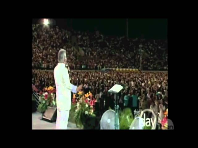hallelujah-song-with-benny-hinn-and-crowd-lisa-white