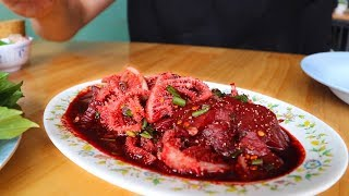 A BLOOD FILLED LUNCH: Sok Lek (ซกเล็ก) An Isaan Delicacy | Korat, Thailand