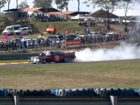 V8 SUPERCARS DARWIN BURNOUT